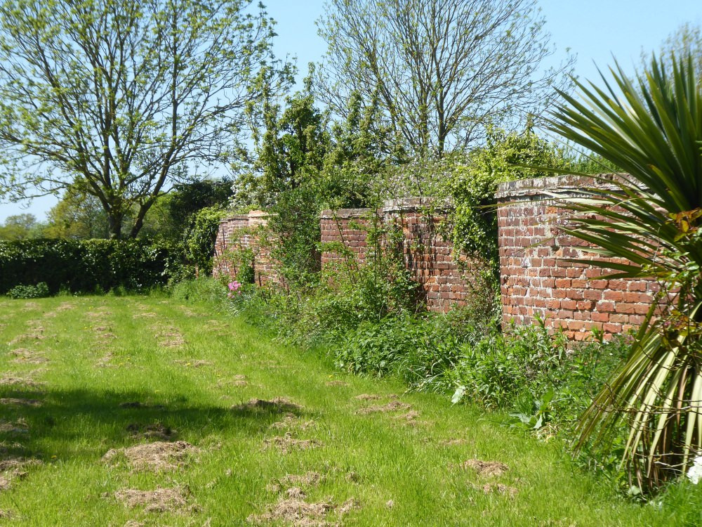 Crinkle-crankle wall