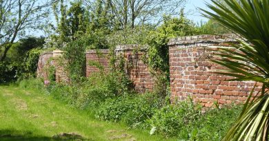Crinkle Crankle Wall granted Listed Status
